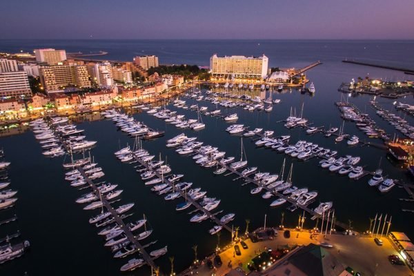 Duo-Masters-Vilamoura-marina-at-night